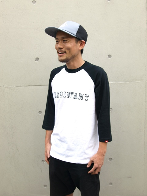 THREE-QUARTER RAGLAN SLEEVES